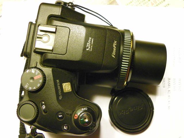 FUJIFILM FinePix S20PRO - Wy��cza si� po prze�aczeniu na tryb fotografowania.