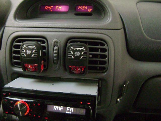 Pioneer DEH-2200UB w Renault Clio z adapterem joysticka i displaya