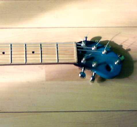 """""""Becky"""", gitara elektryczna własnego projektu."""