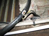 Kabel zasilający całego budynku w moim mieszkani pod tynkiem