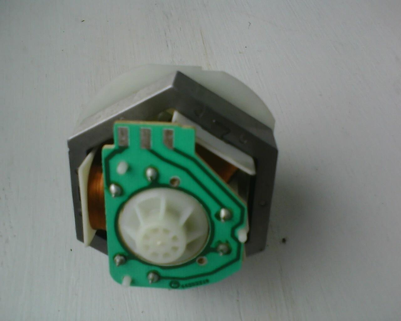 Silnik pompy wypompywuj�cej zmywarki Bosch SMS50E02