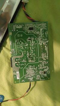 Monitor Fujitsu E20T-6 LED wyświetla za dużo czerwonego.