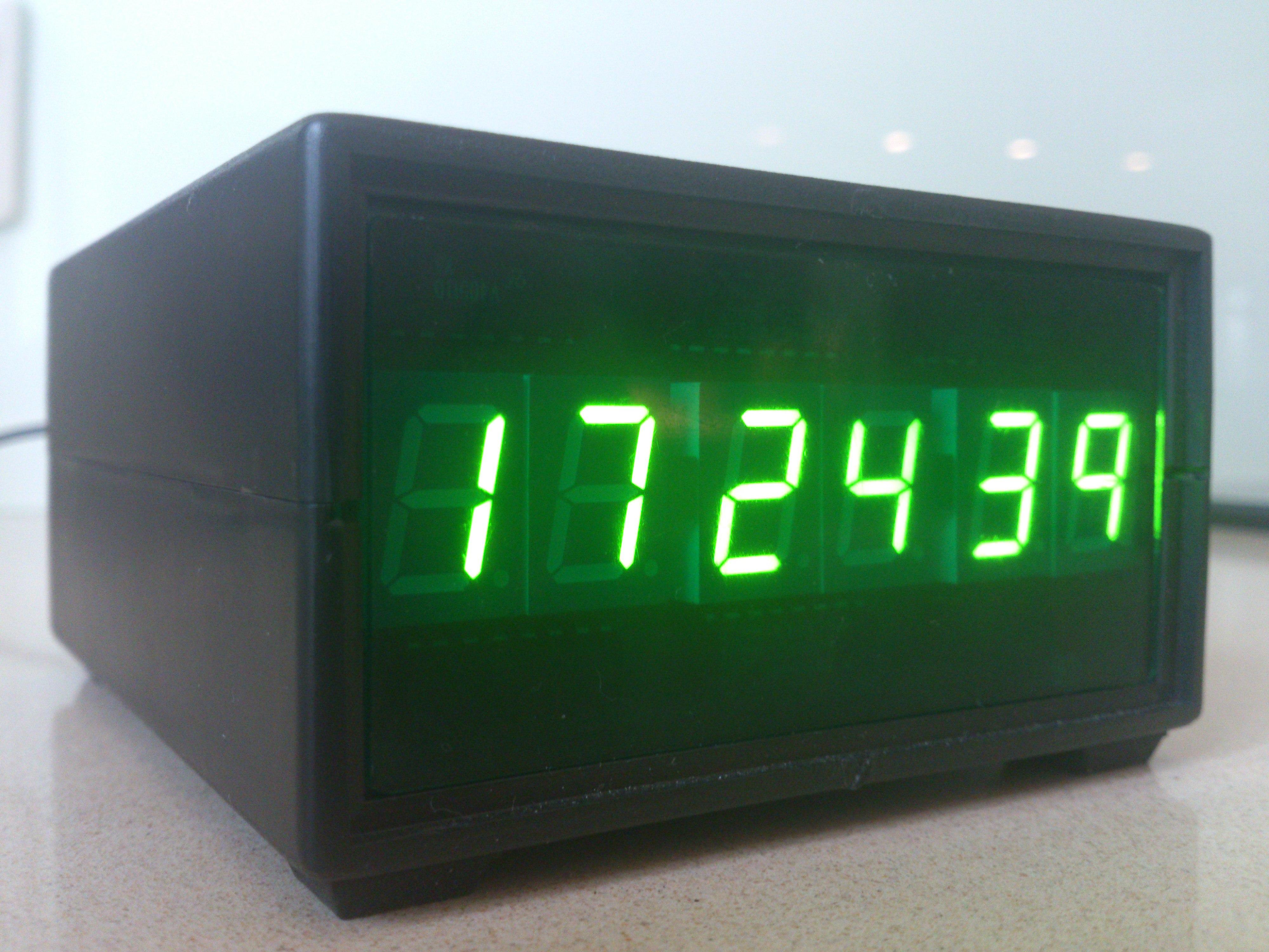 Zegarek na CMOSach z wy�wietlaczem led