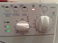 Indesit WIA102 - pralka włącza się sama i nie reaguje na nic