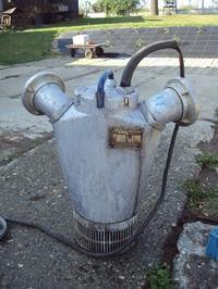 Napełnienie pompy zatapialnej olejem, ile oleju nalać.