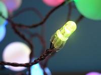 Drzewko RGB z kulek od dezodorantów