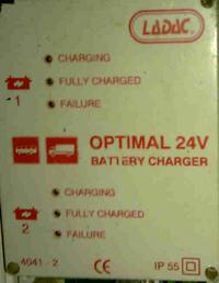 Jakim napięciem ładować akumulator?