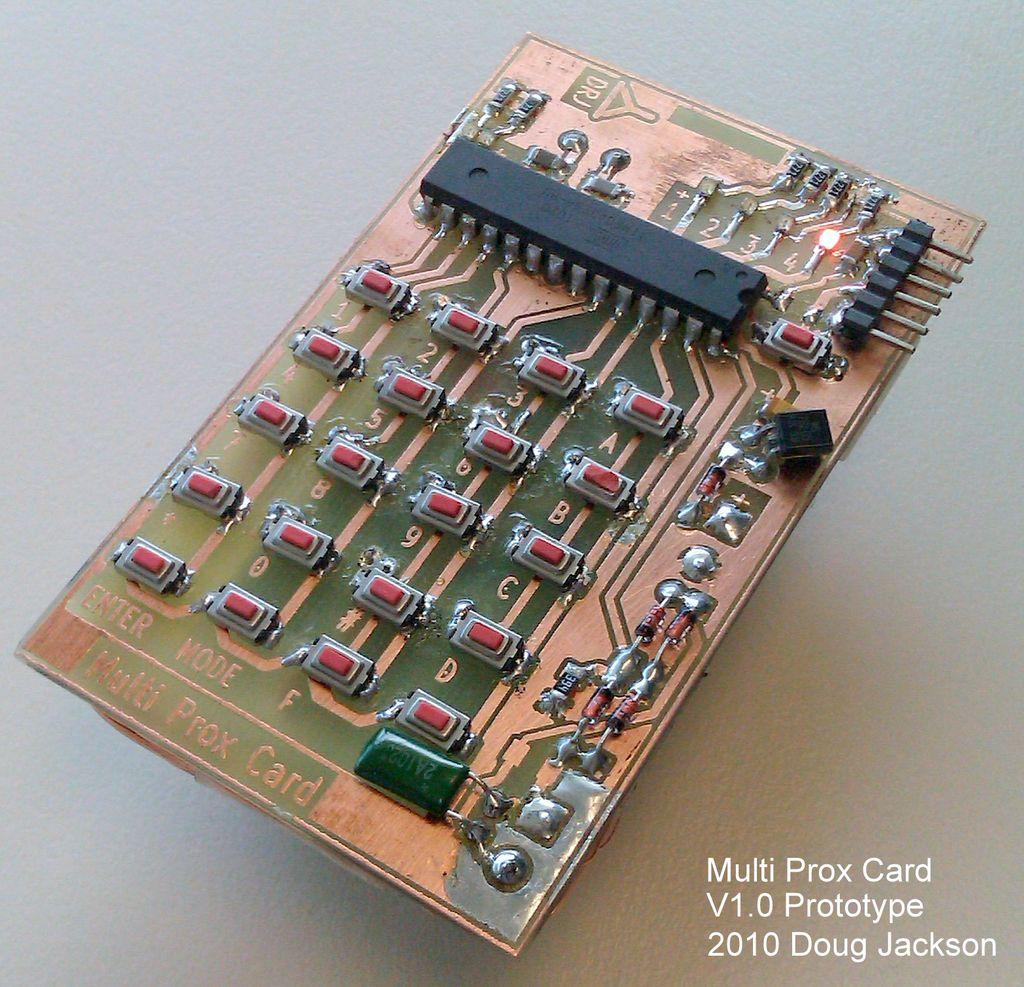 Uniwersalny emulator identyfikator�w RFID