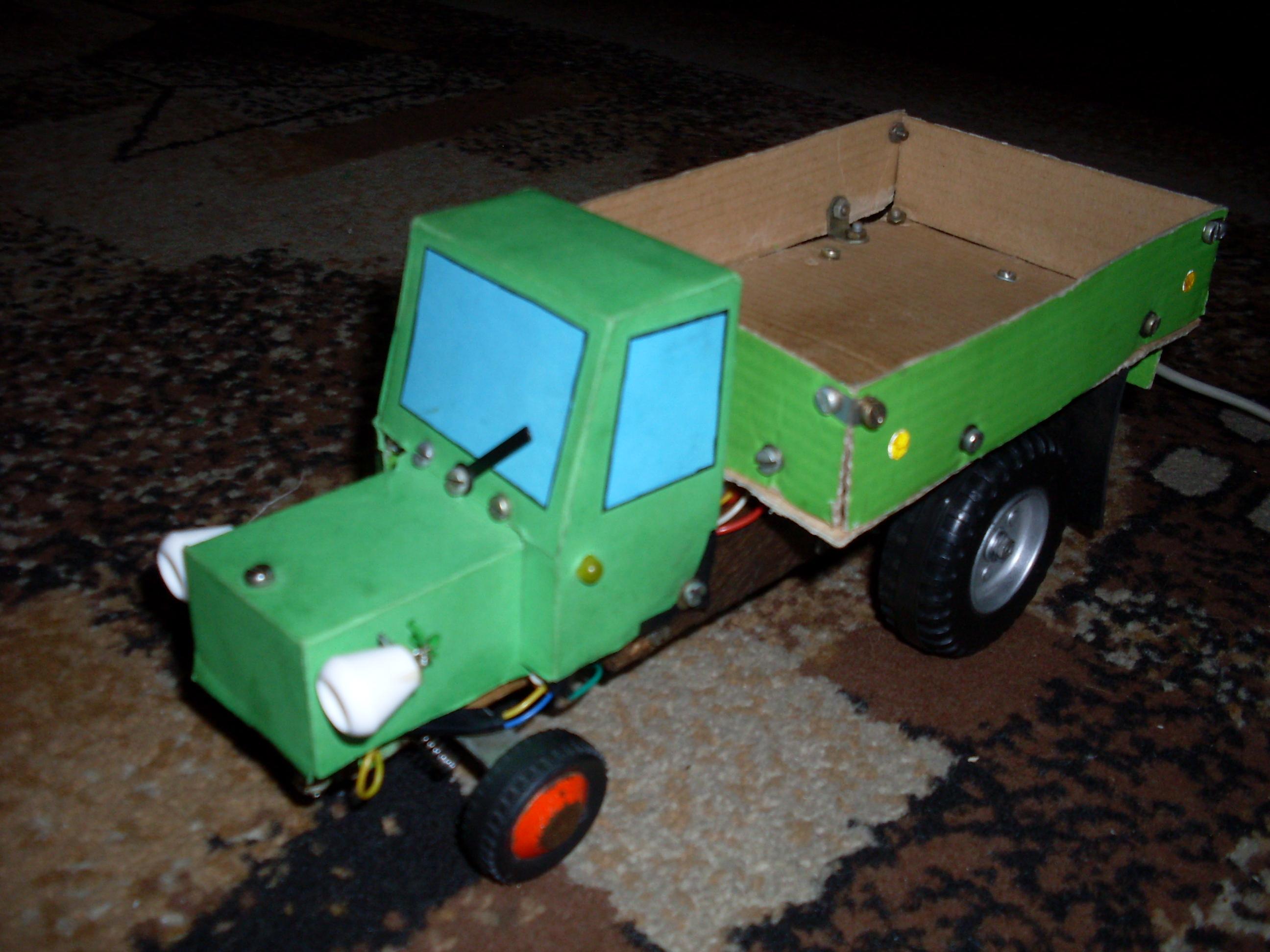 Elektryczny model pojazdu: �unoch�d (traktor)