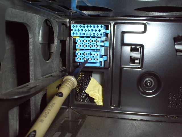 Vectra C -zasilanie radia styk ACC