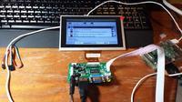 Samochodowy system multimedialny z ekranem dotykowym oparty na Raspberry Pi