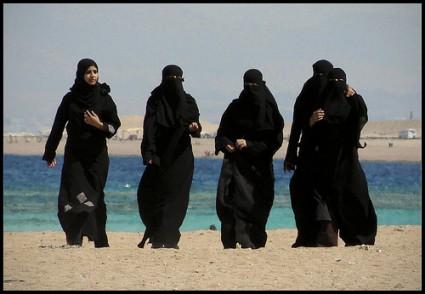 Kobiety (dziewczyny) w rajstopach