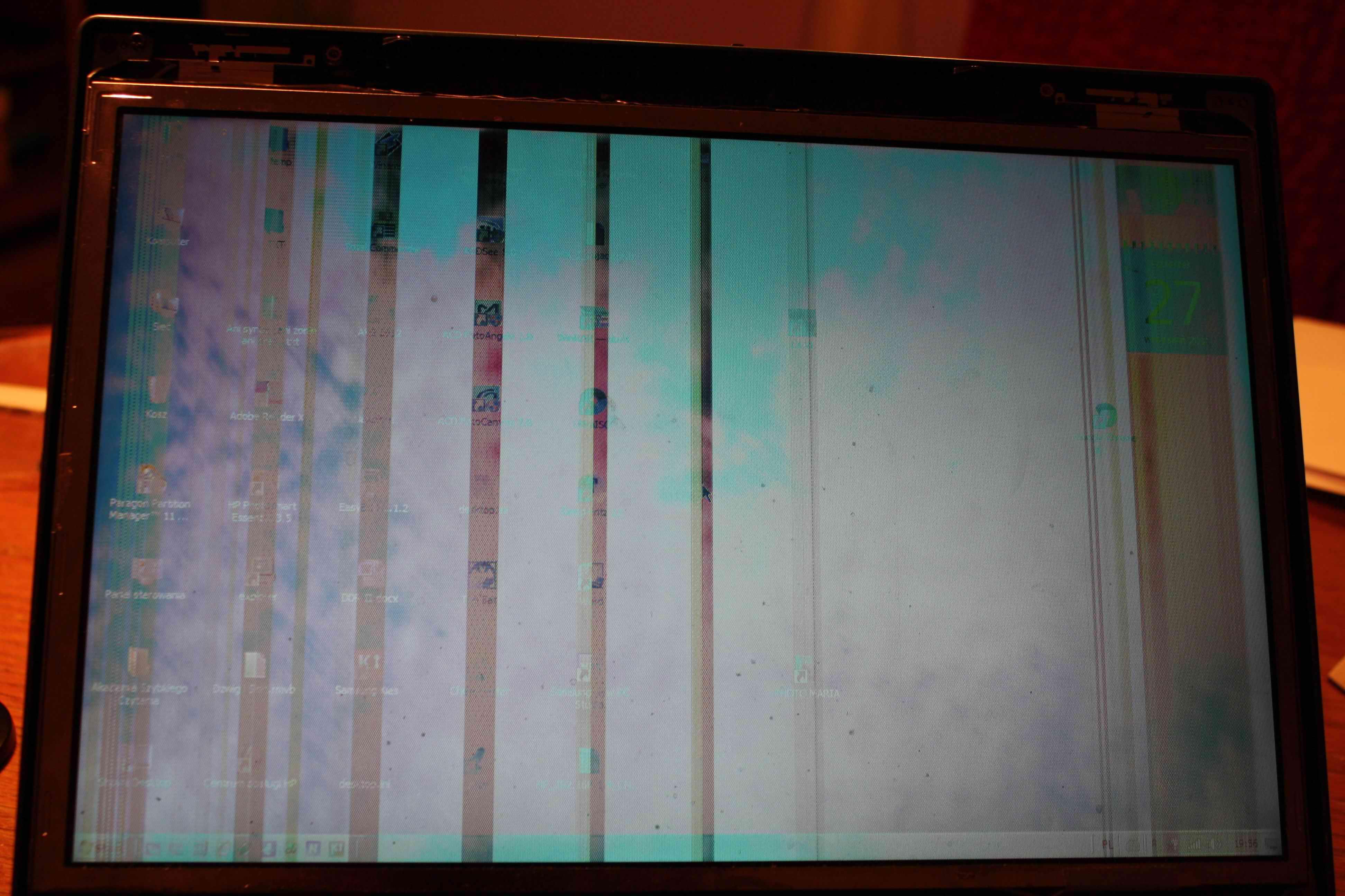 HP Compaq 6510b - LCD, przebarwia sie, pasy na matrycy