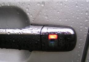 Mercedes W202 czerwona dioda pali się cały czas.