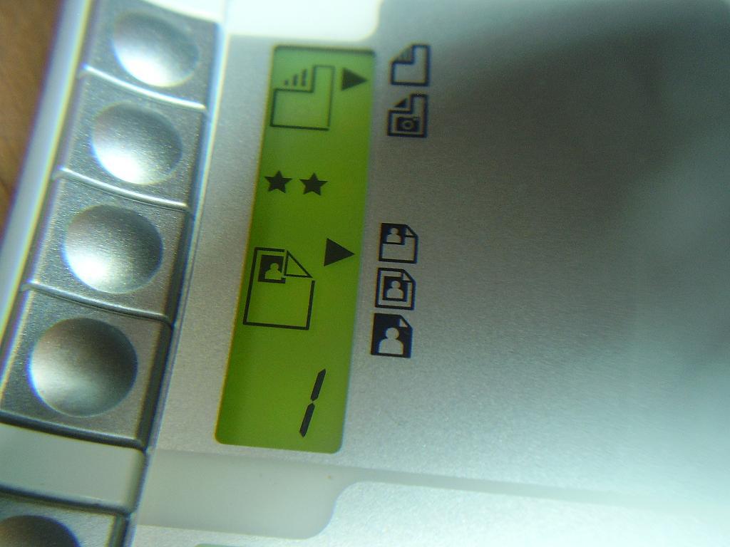 HP C4340 po w��czeniu nie ma nic na wy�wietlaczu.