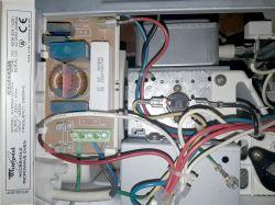 Whirpool AVM504/WP/WH - Pali bezpiecznik w kuchence mikrofalowej