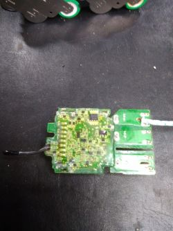 Wkrętarka Milwaukee M12 CCD - błąd ładowania, uszkodzona bateria