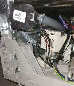 Electrolux ESL6365RO - Zmywarka ciągle pompuje wodę