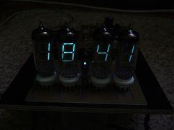 Zegar VFD na lampie IW-18 i Atmedze8