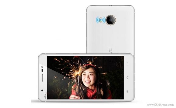 "Vivo Xshot - 5,2"" phablet z Snapdragon 800 i kamerami 8 i 13 Mpix"