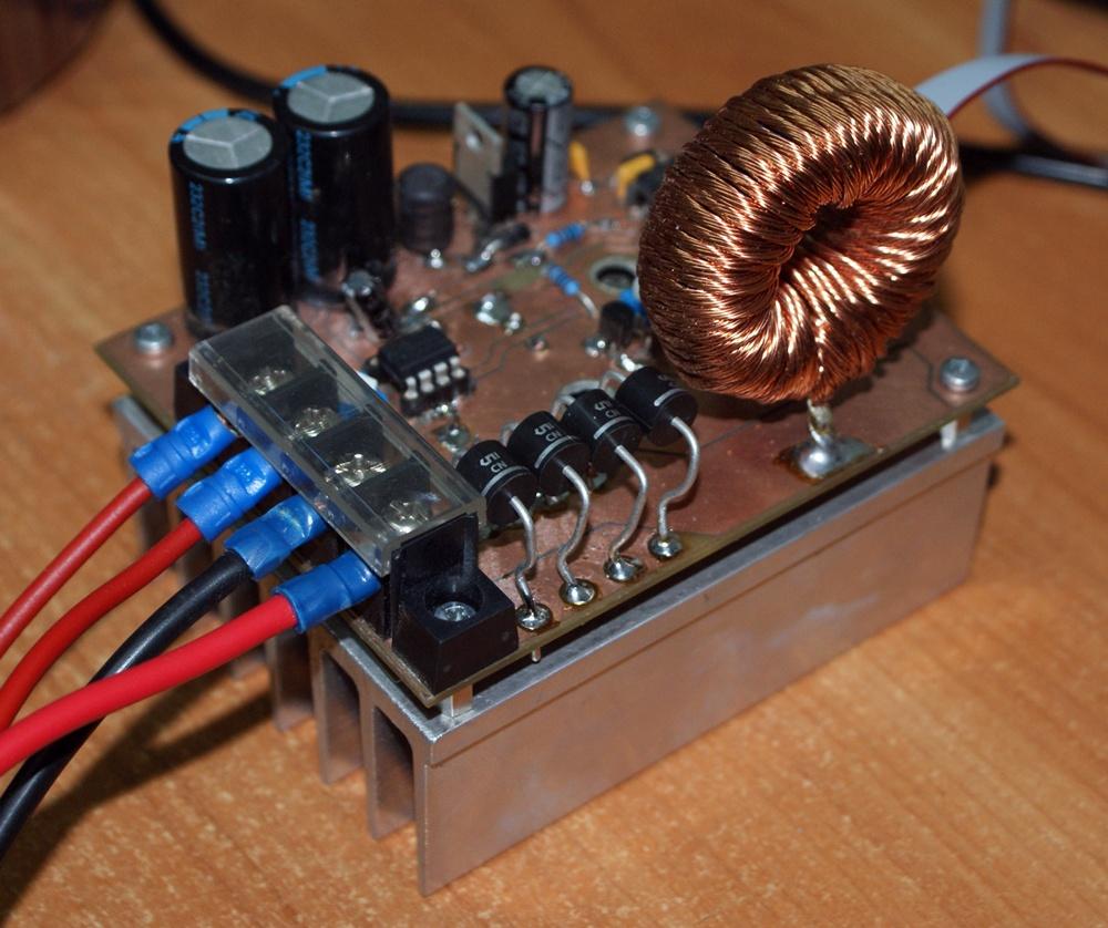 Impulsowa �adowarka baterii superkondensator�w