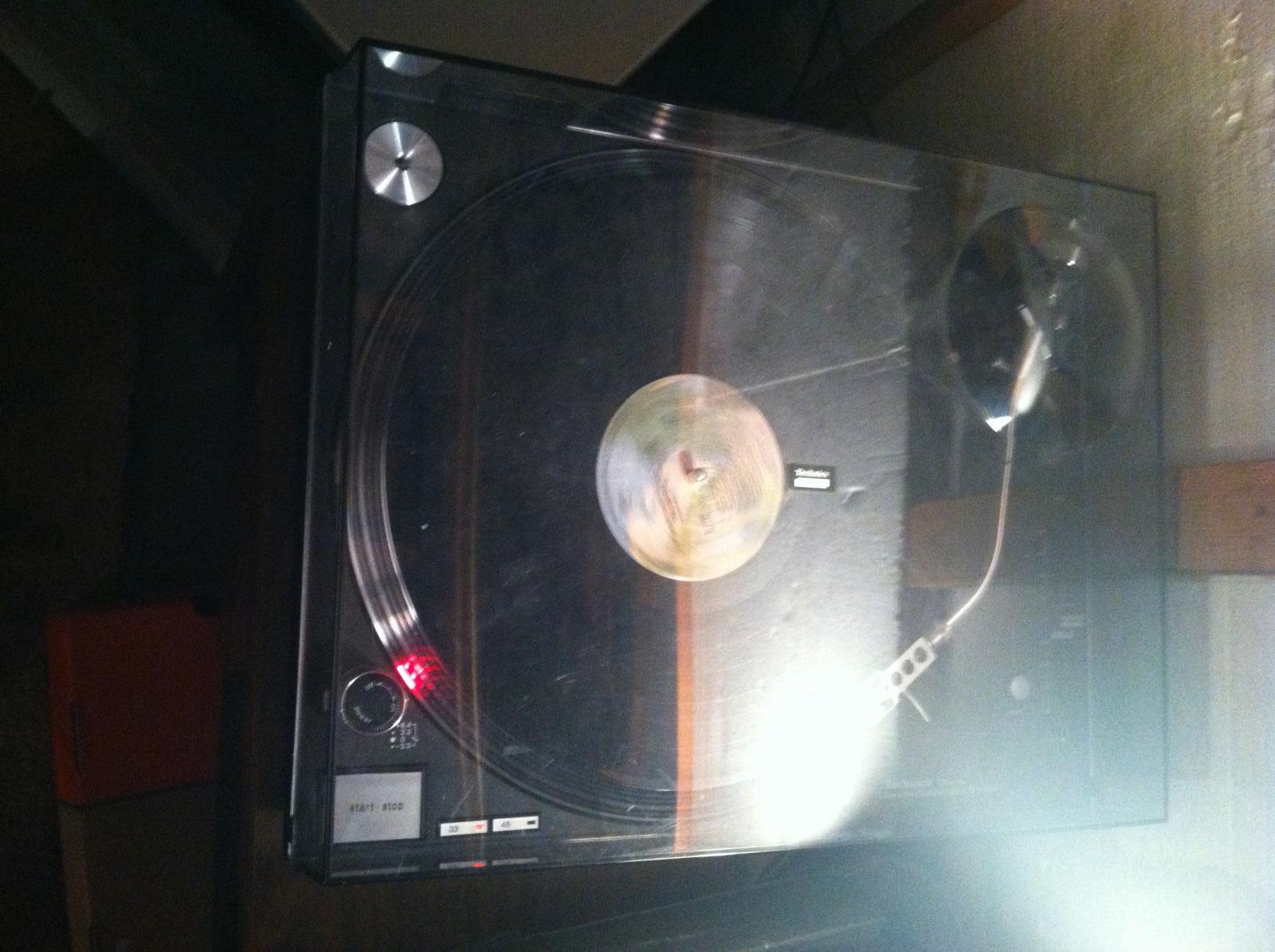 [Sprzedam] Sprzedam gramofon  Technics SL 1210 MK5 (idealny stan , sprawny 100%)