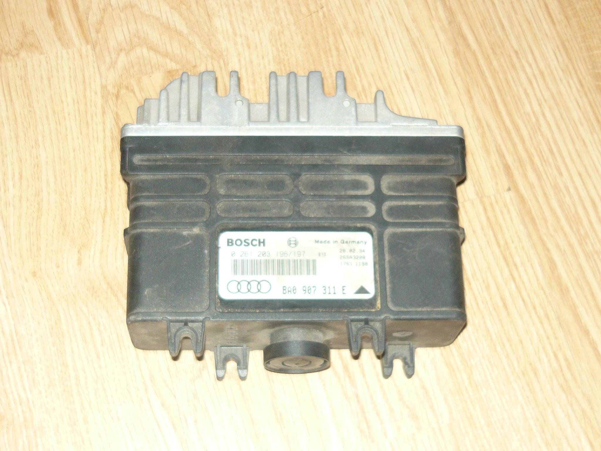 Audi a4 B5 - Opis pin�w do sterownika silnika audi a4 B5 8A0 907 311 E Bosch