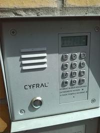 Cyfral Unifon TCL - domofon na 2 przewody a przewodów w ścianie 6 ;/