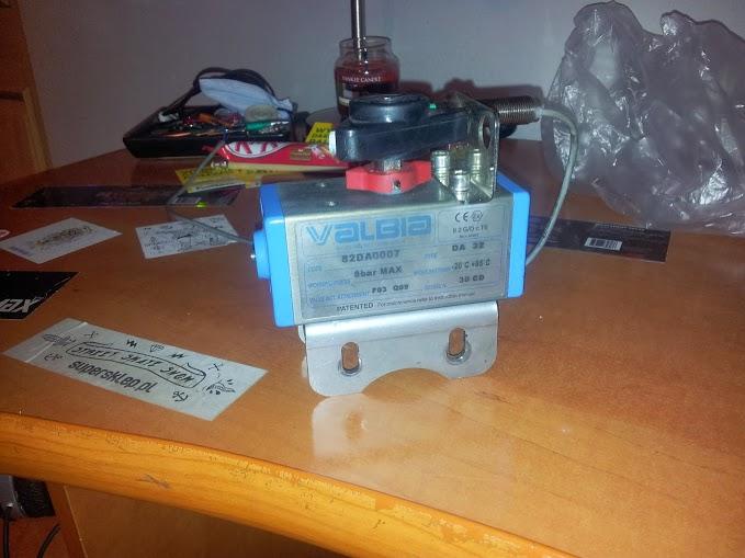 [Sprzedam] Zaw�r pneumatyczny z czujnikiem indukcyjnym