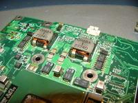 HP Omnibook XT-1500 - Brz�cz� cewki podczas �adowania baterii