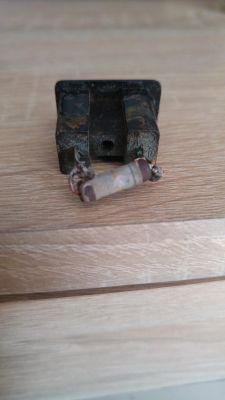 Wentylator sufitowy na 110V z rezystorem na przewodach zasilających.