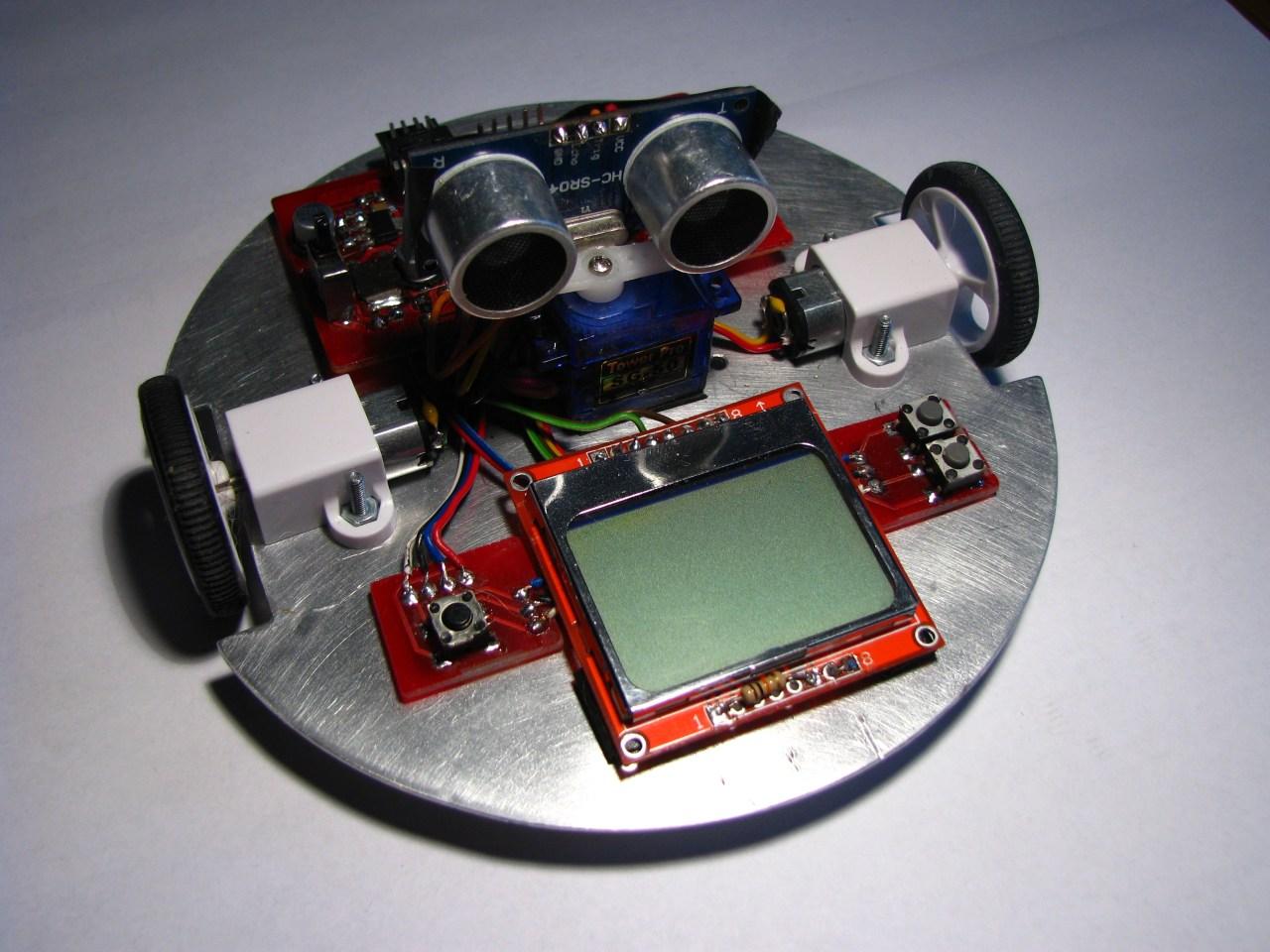 Robot mobilny Jerry omijaj�cy przeszkody