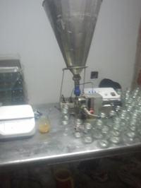 Sterownik i maszyna do nape�niania produkt�w p�ynnych