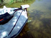 Silnik z wiertarki akku do napędu łodzi.