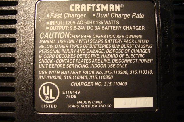 �adowarka akumulatora wiertarko-wkr�tarki CRAFTSMAN.