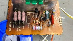 Sony DHR-1000. Przetwornica, brak napięcia na wyjściu zasilającym regulacje.