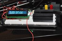 Tester pojemności baterii z wyświetlaczem LCD.