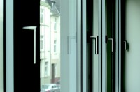 Bezprzewodowe czujniki otwarcia okien zasilane falami radiowymi