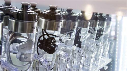 Wodoodporne odtwarzacze MP3 sprzedawane w butelkach z wod�