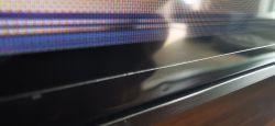 TV QLED pionowy czarny pasek
