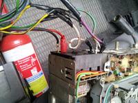 Grundig 2841 VD nie w��cza si� po przypadkowej zamianie klem na akumulatorze