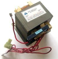 Transformator z kuchenki mikrofalowej.