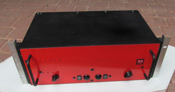 """Stereofoniczna lampowa gitarowa ko�c�wka mocy 2x40W w racku 19"""""""