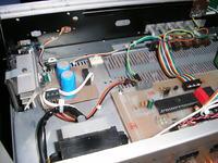 Tuner FM z cyfrowym przedwzmacniaczem.
