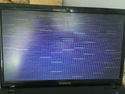 Samsung - Ekran gaśnie, migoczą paski i wzory