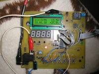 Zegarek z dat� woltomierzem i termometrem do samochodu