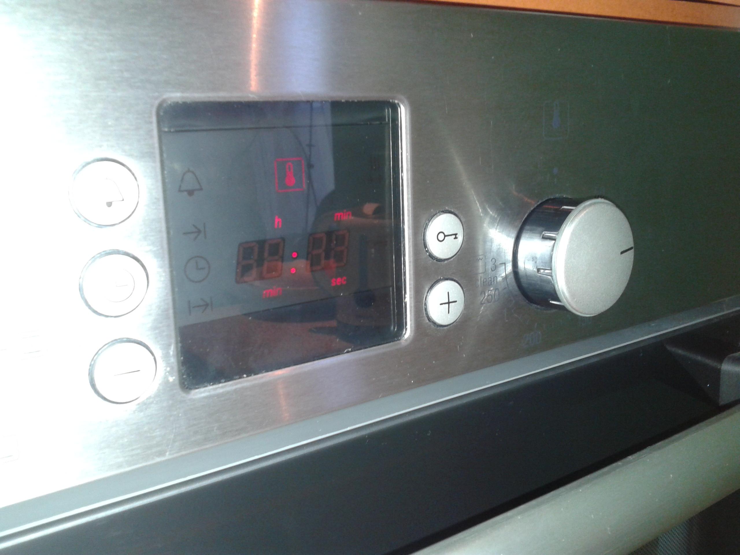 Bosch HBN 43 W 3.0 - Migaj�cy wy�wietlacz po d�ugim od��czeniu od zasilania