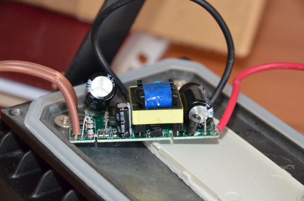 Nowoczesna architektura LAMPA NAŚWIETLACZ LED 20W z czujnik ruchu - elektroda.pl ZV28