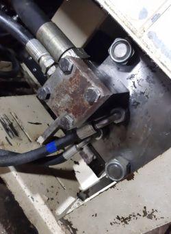 Zastosowanie grubego węża w siłowniku hydraulicznym.