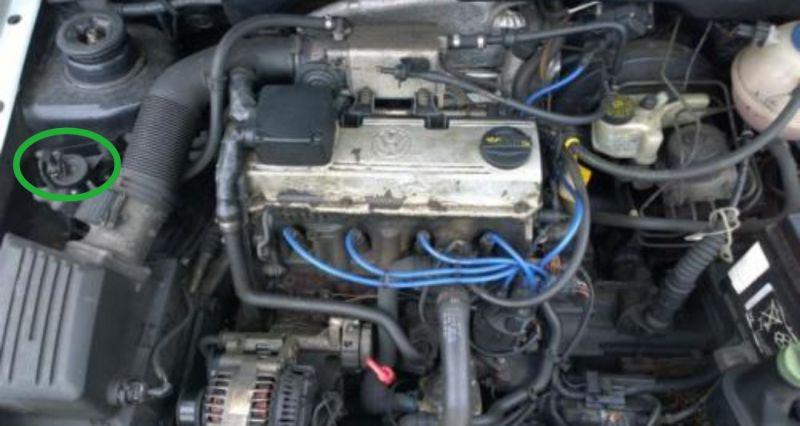 Brak czesci w komorze silnika VW Golf 3 2.0 115ps GTI